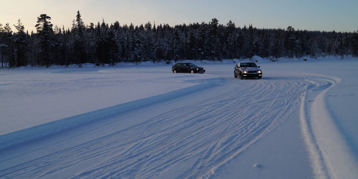 Cars on the icetrack